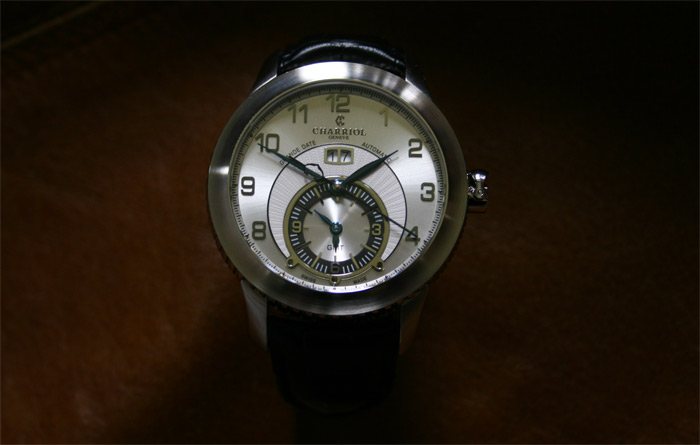 montre-automatique-Charriol-Colvmbvs-Grande-Date-GMT