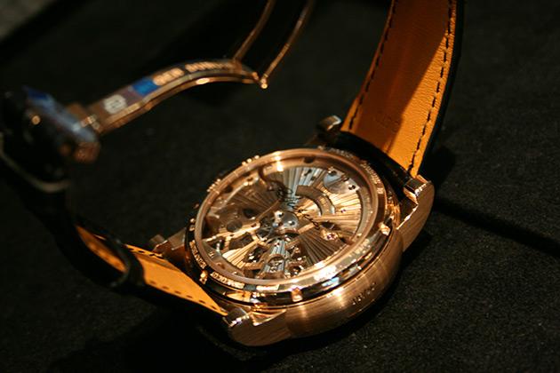 Hommage-Double-Tourbillon-Volant-guilloché-main-montre