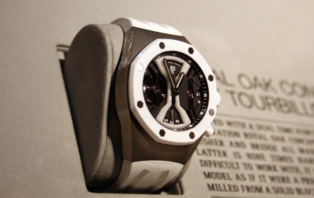 Royal-Oak-Concept-GMT-Tourbillon-céramique-blanche