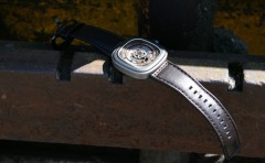 Montres-Seven-Friday