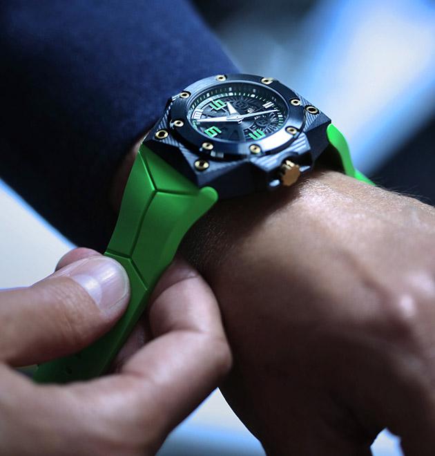 montres-plongée-Linde-Werdelin-Oktopus-Double-Date-Carbon-Green