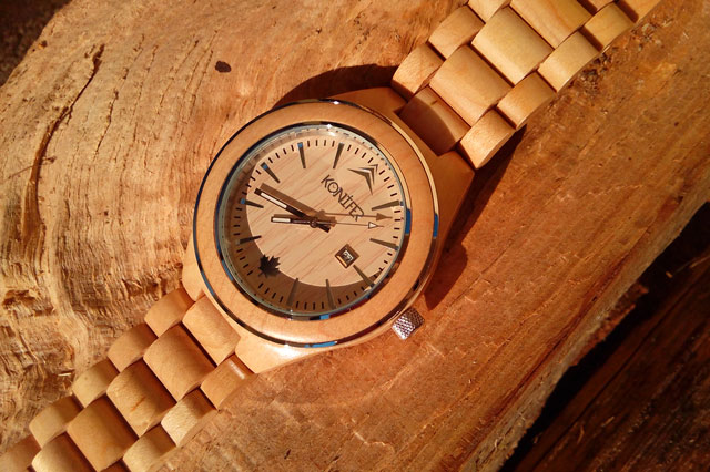 konifer-wood-watch