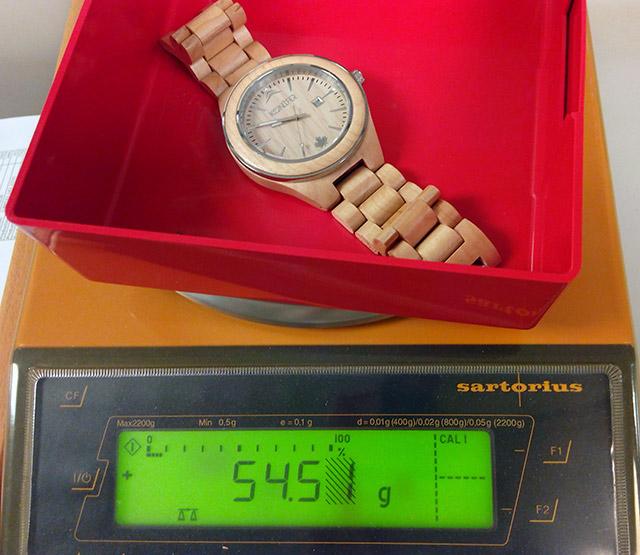 poids-montre-konifer-bois
